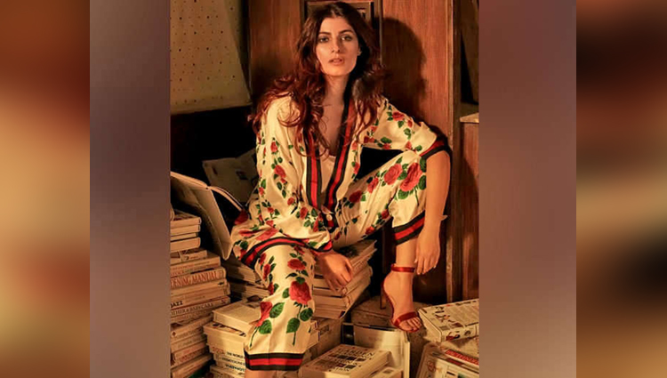 Bollywood Actress Twinkle Khanna Trolled On Social Media For Sitting On Books
