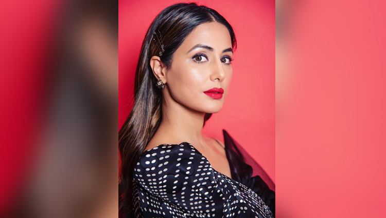 hina khan looks hot in black dress