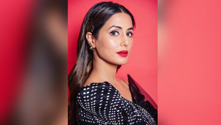 hina khan looks hot in black dress
