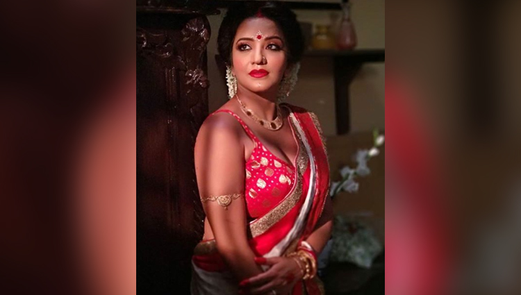 monalisa bold and sexy photos monalisa beautiful look in saree