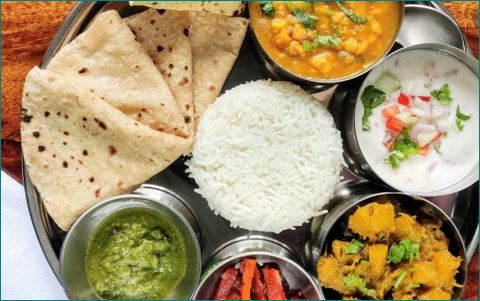 Delhi Shyam Rasoi serves full thali at 1 rup