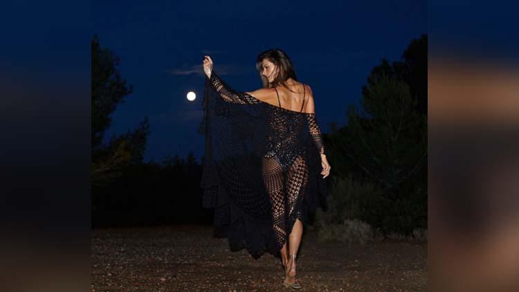 Alessandra Ambrosio Photoshoot For Spring 2017