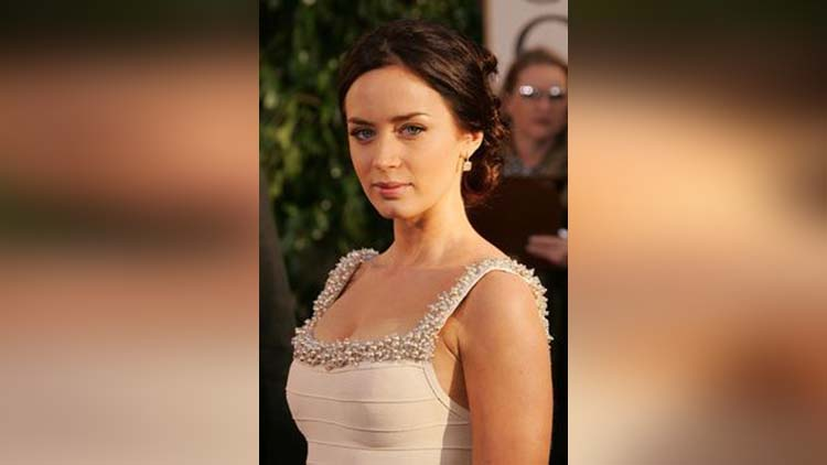 emily blunt viral beautiful pictures
