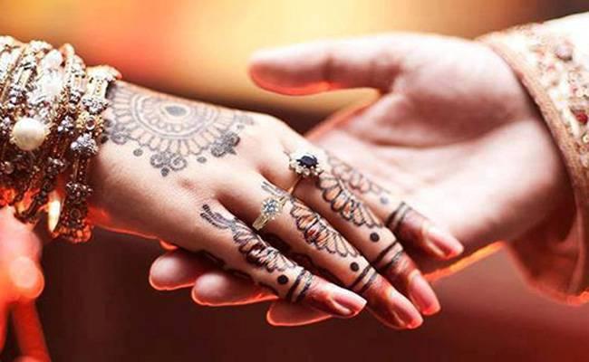Aadhaar card will show premarital