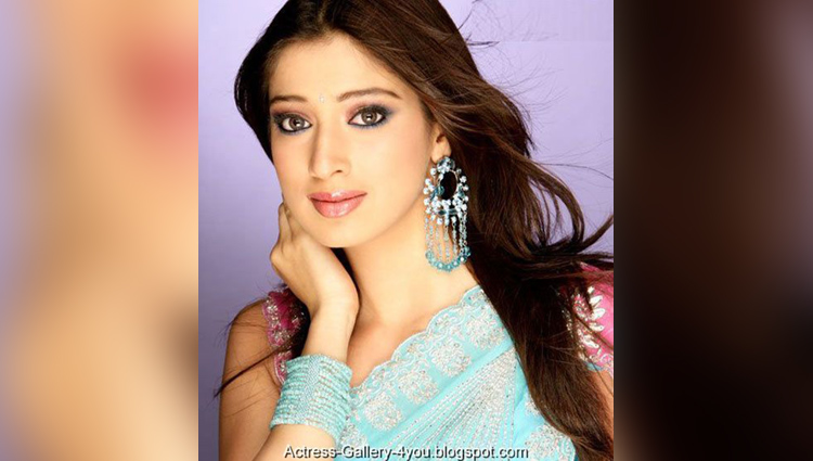 Lets Know More About south Fame And Dhoni Ex Girlfriend Raai Laxmi