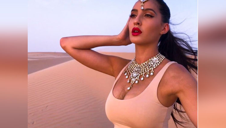 nora fatehi looks hot in her new photos