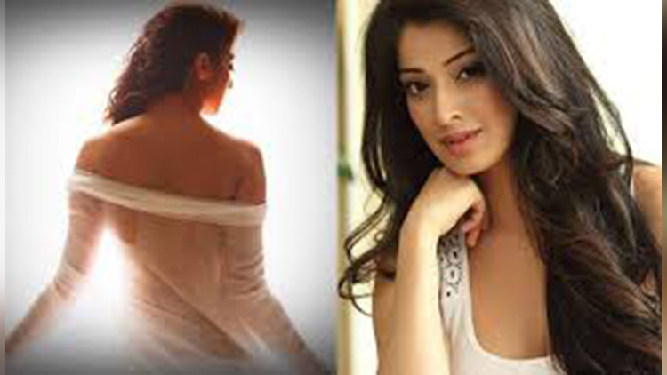 Tamil actress Lakshmi Rai Bollywood Debut in Julie 2 Movie