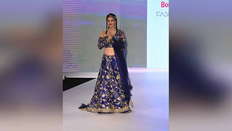 Sunny Leone walks the ramp at Bombay Times Fashion Week