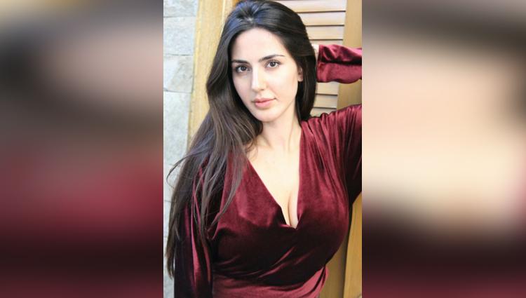 Farah Karimaee share her hot photos