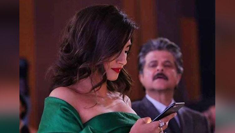 Anil Kapoor's Picture Got Viral In Spying On Sonam's Phone