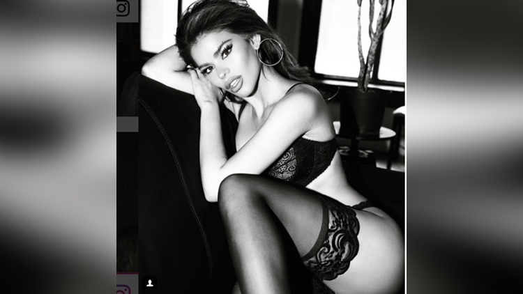 Mabelynn Capeluj share her photos on instagram in black lingerie