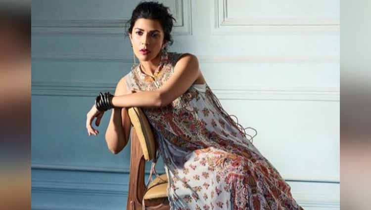 nimrat kaur hot photoshoot