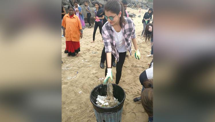 Anushka Sharma Cleans Versova Beach