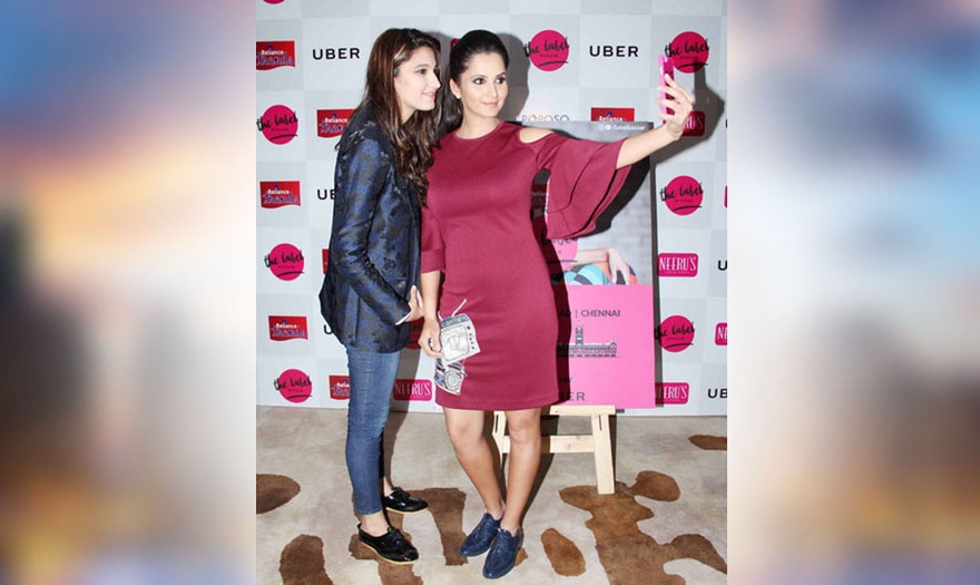 sania mirza click selfies with her sister in mumbai events