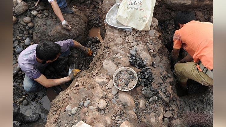 chinese archaeologist found treasure in sichuan river