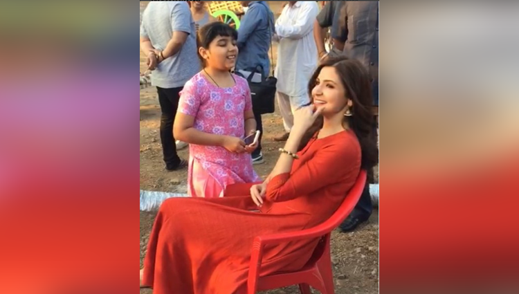 little girl sing jag ghoomeya in front of anushka sharma