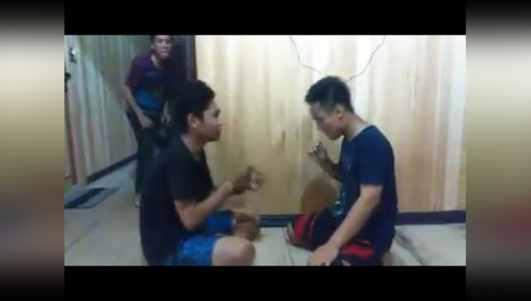 Hitting each other with spoon funny video