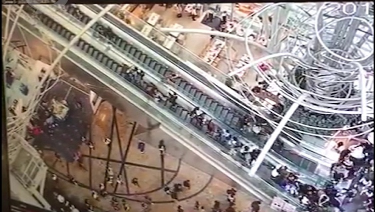 hong kong escalator reverses in motion