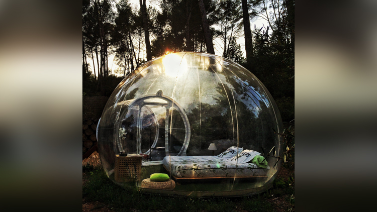 French hotel offers romantic night in transparent bubble