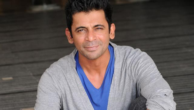 sunil grover son feel shame for his girl role in kapil show